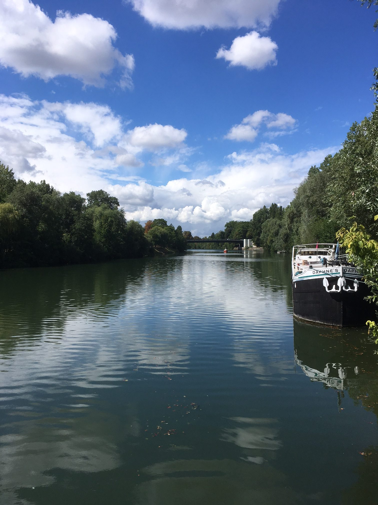 Ready to go: the Péniche daphne's awaits you on the Oise